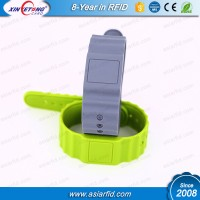 EM4305 Re-writable ISO7815 LF RFID Wristbands in Access Controlling